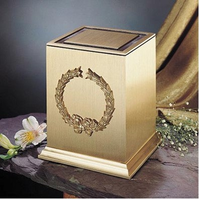 Moderne Wreath Urn